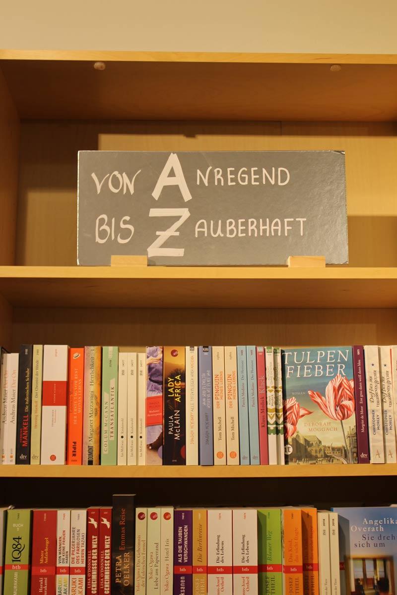 Bücherregal im Findorffer Bücherfenster